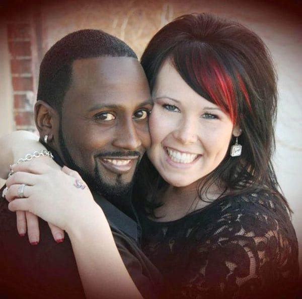 Montie Smith y Shaynna Sims, cuando eran felices. Ahora ella deberá purgar 16 años tras las rejas (Facebook)