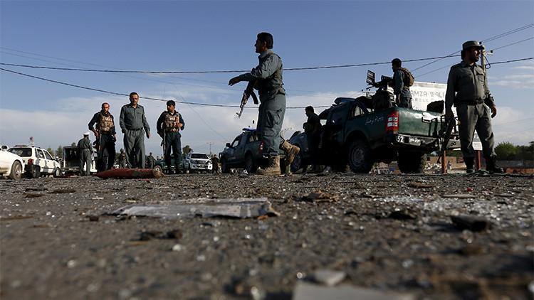 FUERTES IMÁGENES: Al menos 20 muertos por tres explosiones durante un funeral en Kabul