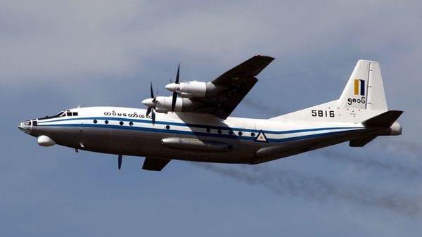Un avión militar birmano con 104 personas a bordo desapareció este miércoles