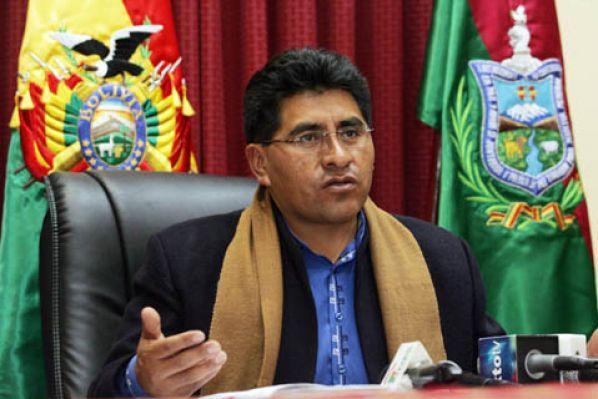 Ministro Cocarico es rescatado en helicóptero — Yungas