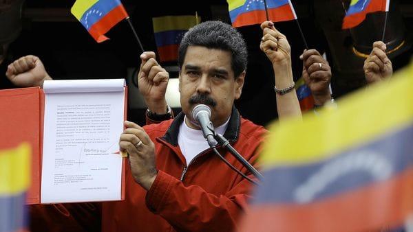 Denuncian a Maduro ante Fiscalía por querer cambiar Constitución