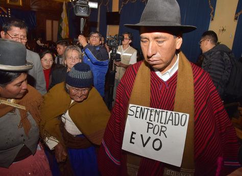 Gualberto Cusi, luego de conocer la sentencia que lo destituyó del TCP. Foto: José Lavayén