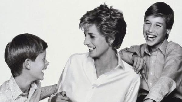 Lady Di junto a sus dos hijos, William y Harry
