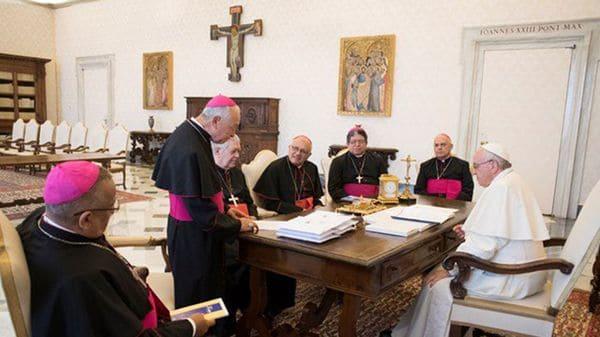 El papa Francisco, junto a los obispos venezolanos