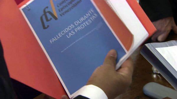 Los obispos venezolanos entregaron un informe al papa Francisco
