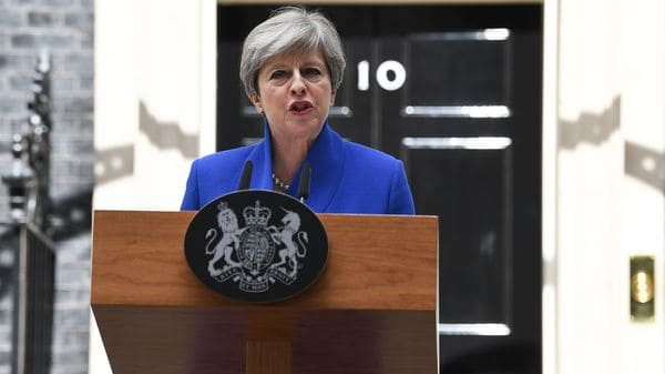 Theresa May intenta formar una coalición para permanecer en el gobierno