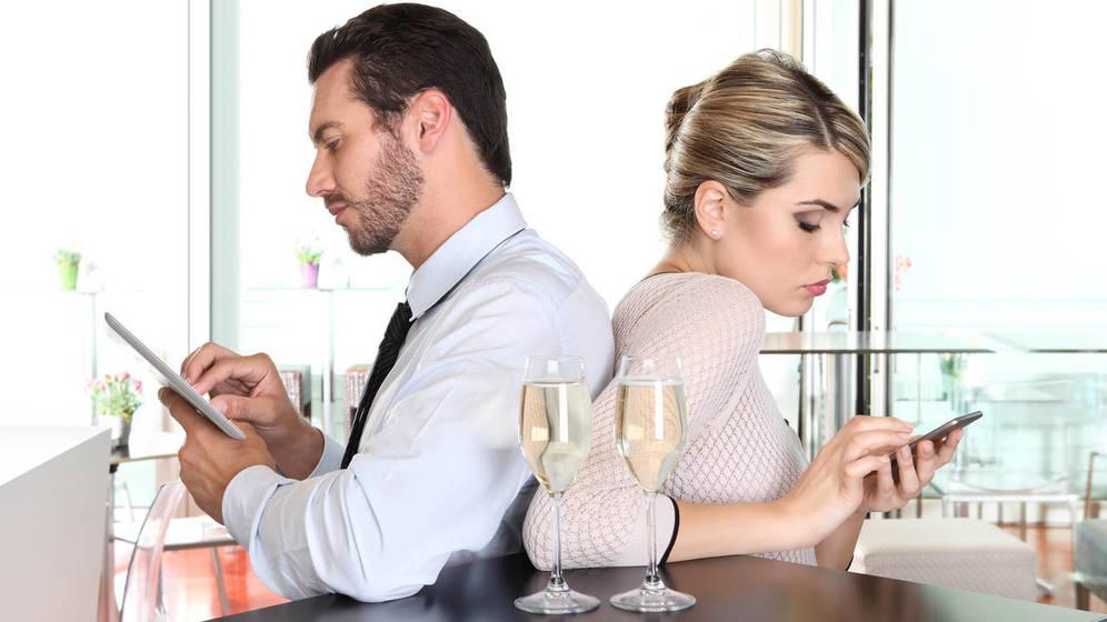 Foto: El móvil, nuestro refugio más habitual. (iStock)