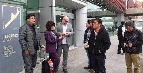 Llegada de la comisión boliviana al aeropuerto de Iquique