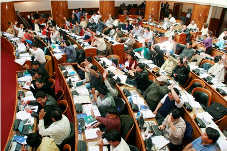 Gobierno pide a los juristas participar en elecciones
