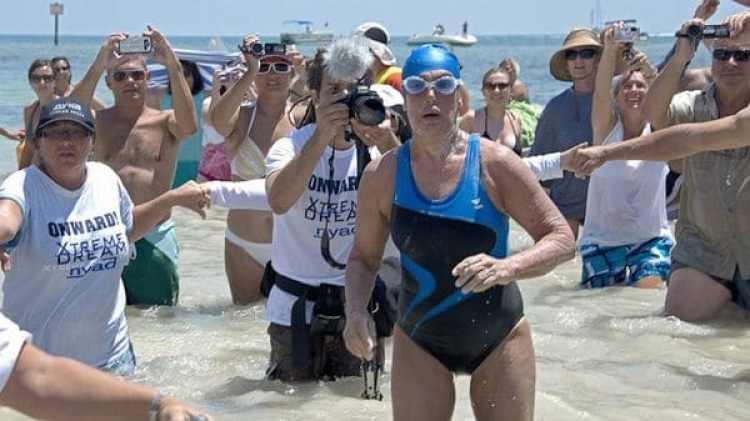Diana Nyad, de 64 años, logró un gesto épico al cruzar nadando el estrecho de la Florida