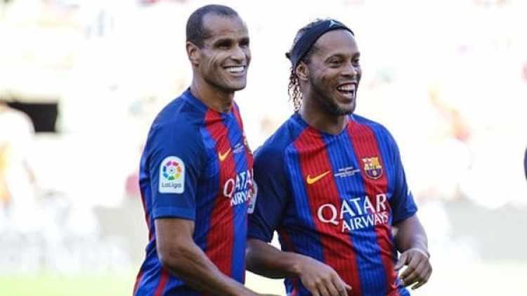 Rivaldo y Ronaldinho juntos en el partido