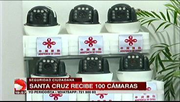 Ministro de Gobierno entregó 100 cámaras de vigilancia a la Alcaldía cruceña