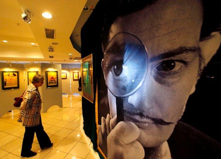 Ordenan exhumar cadáver Salvador Dalí tras demanda de paternidad