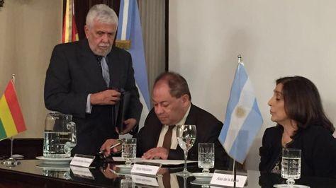 Firma del acuerdo de seguridad entre Bolivia y Argentina.