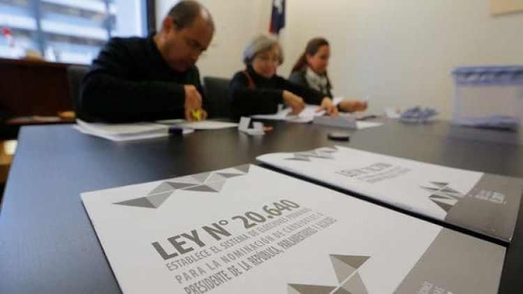 Los chilenos asisten a votar al consulado del país en Sydney, Australia (REUTERS)
