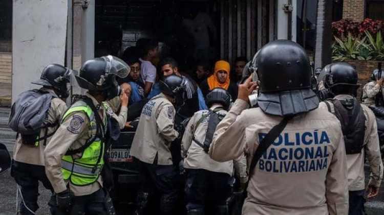 Así eran detenidos los estudiantes (Gentileza El Nacional)