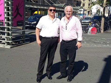 Víctor Hugo López (izq.), asesor legal de la FBF, junto a Marco Peredo en Lausana, Suiza. Foto: Víctor Hugo López