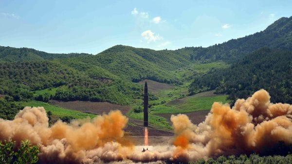 EEUU derriba con éxito misil balístico simulado