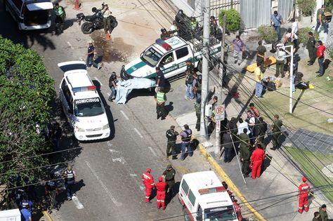Tras el enfrentamiento armado, la Policía efectúa el levantamiento de los cadáveres en Santa Cruz. Foto: El Día