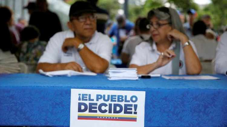 """""""¡El Pueblo Decide!"""" (Reuters)"""