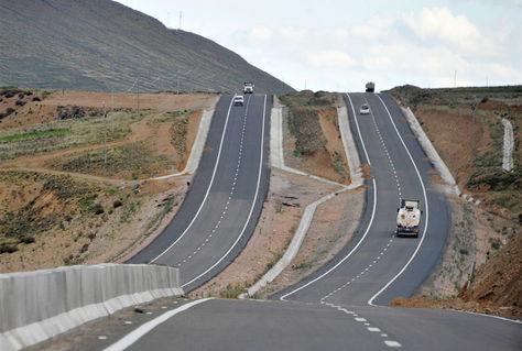 Carretera doble vía que une las ciudades de La Paz - Oruro.