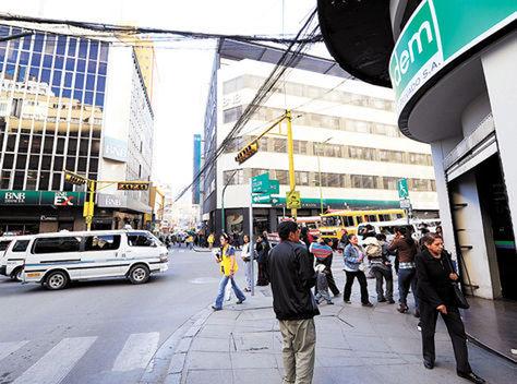 La Av. Camacho en La Paz, conocida como el Wall Street paceño. Foto: Archivo La Razón