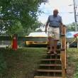 Un jubilado construyó por 550 dólares unas escaleras que iban a costar 65.000 dólares