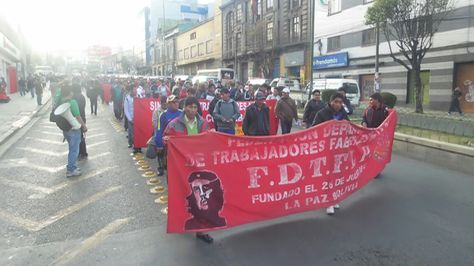 Marcha de los fabriles en La Paz.