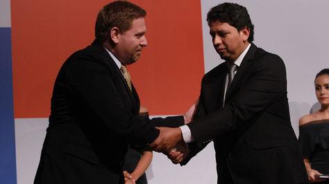 El presidente de YPFB Óscar Barriga Arteaga y el titular de Petropar Eddie Jara.
