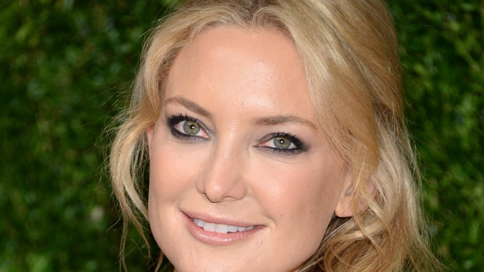 Kate Hudson se suma a la lista de famosas que se rapan la cabeza