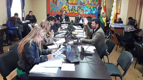 Comisión Mixta Constitución instala Septima Sesión Ordinaria para apertura de sobres de postulantes al TCP y TSJ.