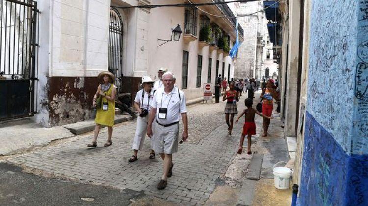Estadounidenses recorren las calles de Cuba (AP)