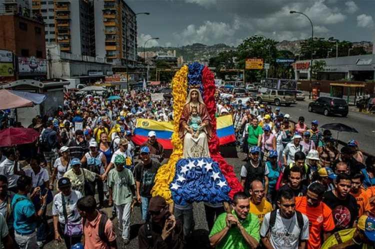 Los venezolanos protestan a diario en busca de un cambio de gobierno (Meridith Kohut for The New York Times)