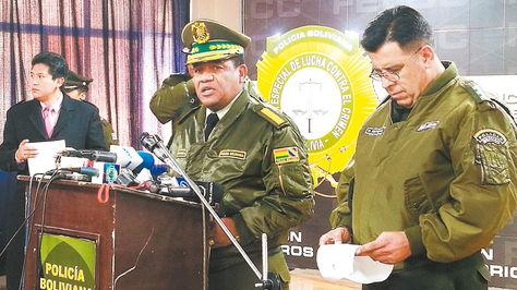 Conferencia. El general Abel de la Barra, habla con los periodistas.