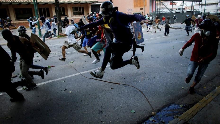La tranca, un nuevo método de protesta para burlar las órdenes del régimen chavista