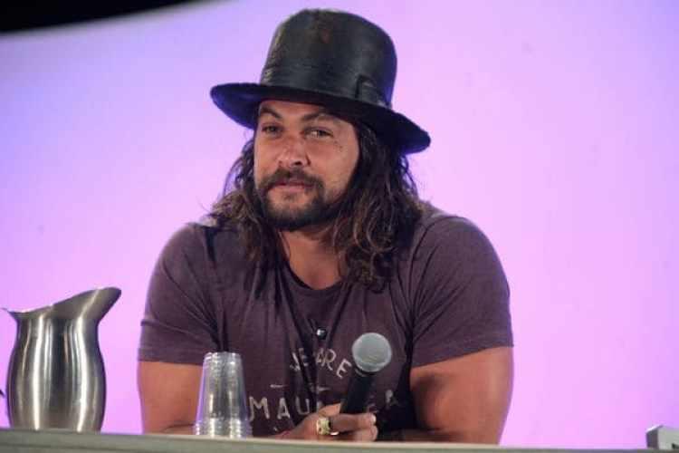 Jason Momoa durante una conferencia de prensa (Flickr)