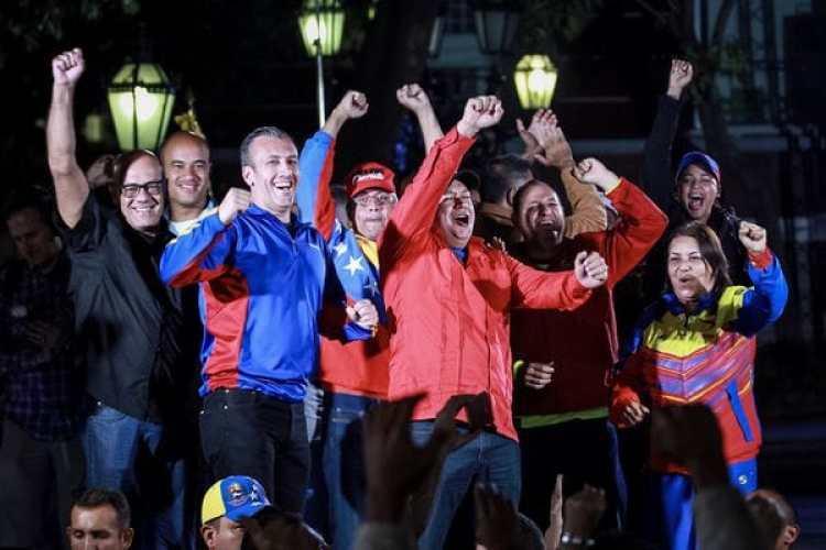 El oficialismo celebra el supuesto triunfo en las elecciones de la Asamblea Constituyente. EFE/Nathalie Sayago