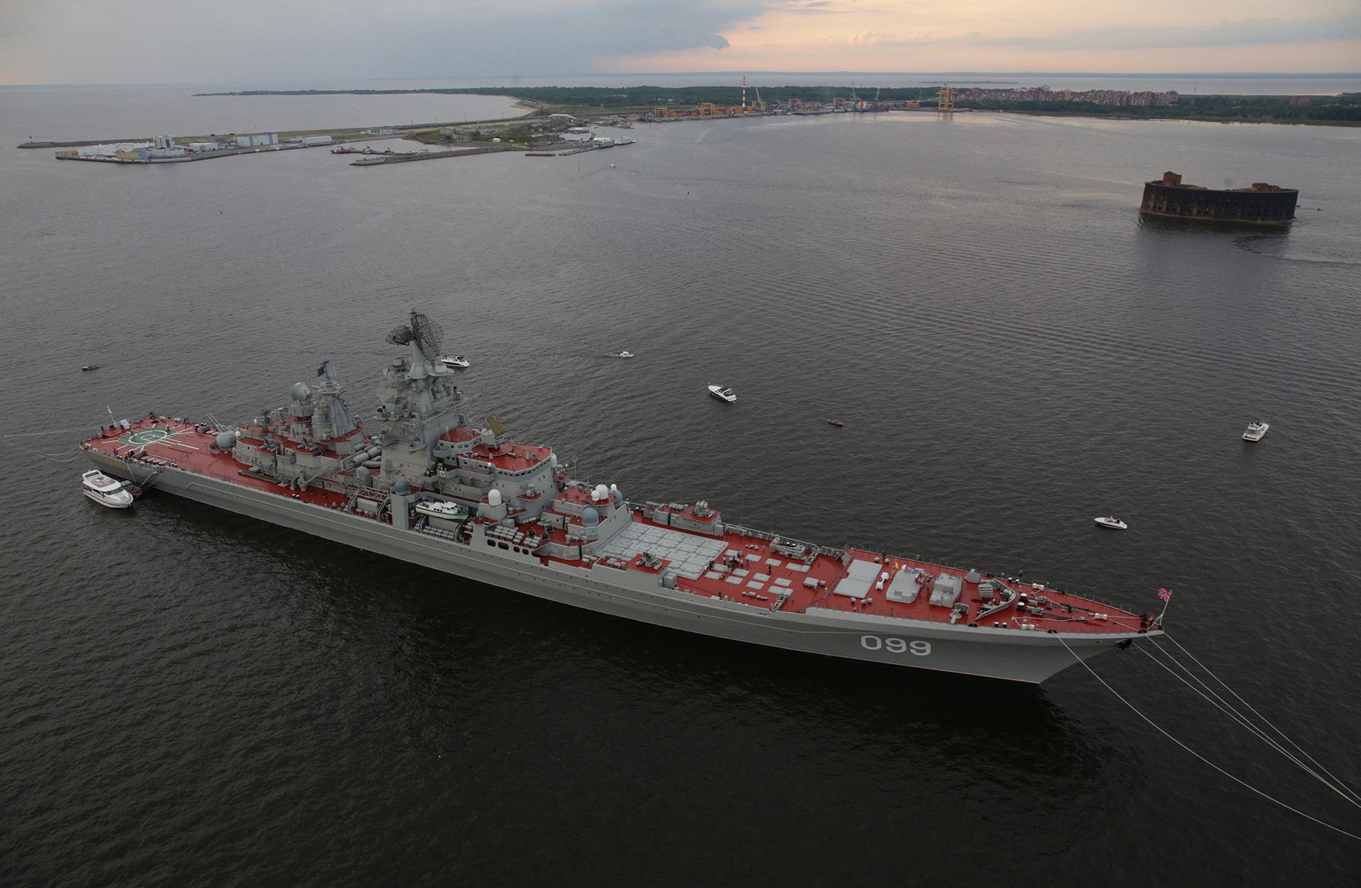 """El gran crucero nuclear """"Pedro el Grande"""" (Reuters)"""