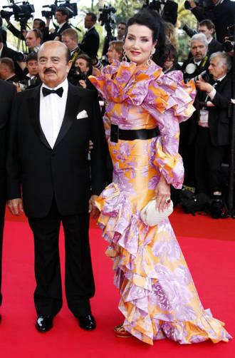 Khashoggi con su última mujer, Lamir, en Cannes. (Reuters)