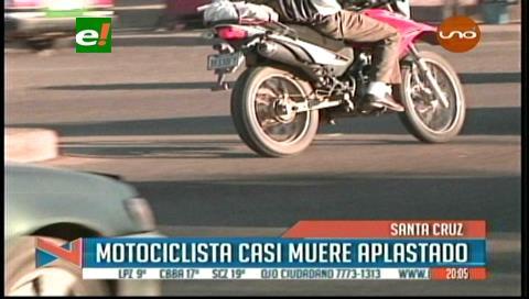 Motociclista termina con serias lesiones al sufrir un accidente vial