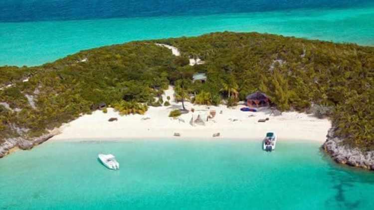 Para llegar a sus islas compró un yate que debió vender en 2013 por su colapso financiero.
