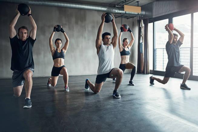 Nos podemos sentir abrumados en una sociedad que valora tanto llevar nuestro cuerpo al límite. (iStock)
