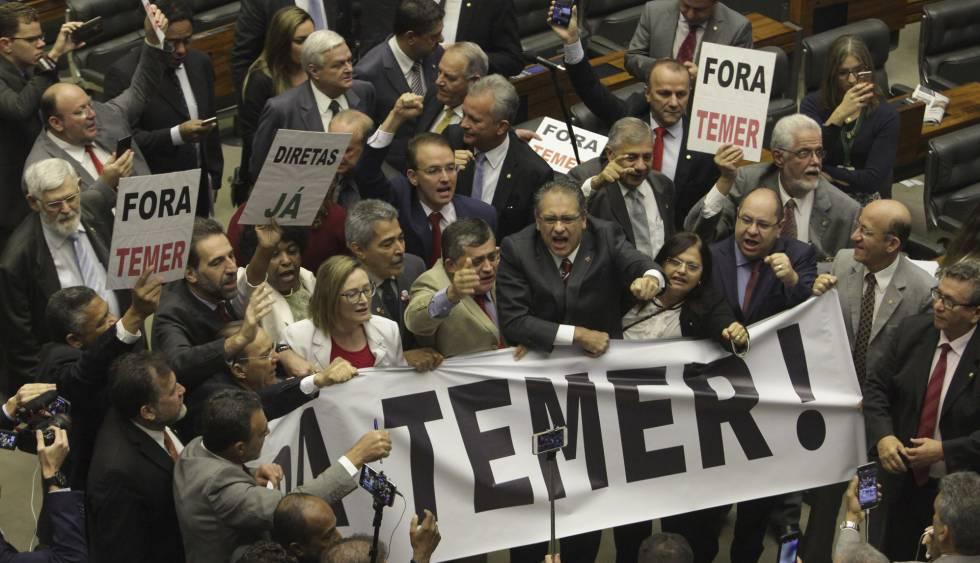 Oposición protesta en Brasilia.