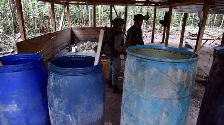 Operativo de Fuerzas Especiales colombianas en un laboratorio de cocaína en medio de la selva (AFP)