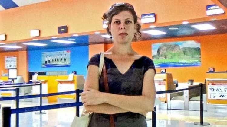 Lía Villares en el aeropuerto de La Habana, sin poder viajar