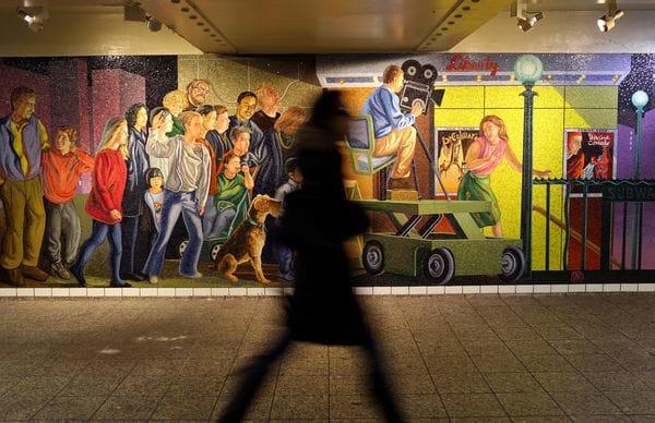 Alcalde de NY propone subir impuestos a ricos para reparar el metro