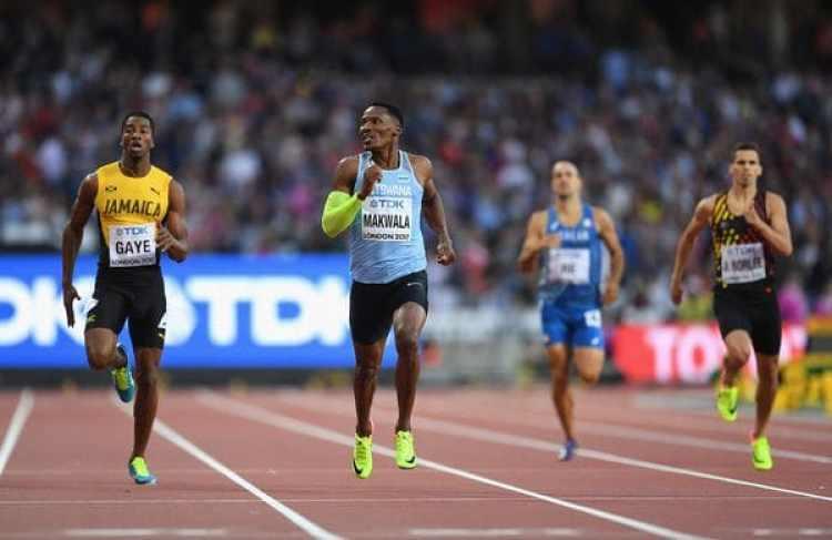 Isaac Makwala durante la carrera de semifinales por los 400 metros llanos (David Ramos/Getty)