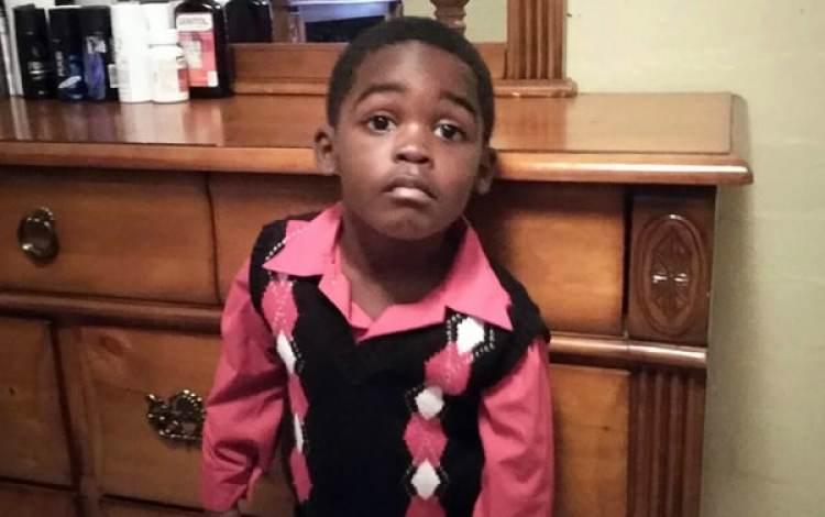 El niño, Myles Hill, fue hallado muerto este lunes por la noche en el interior de una camioneta del jardín de infancia Little Miracle Academy (Foto: CBS)