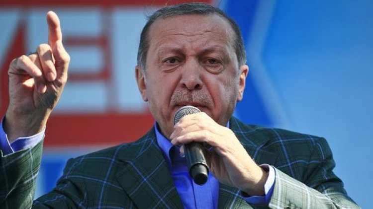 El gobierno de Erdogan ya finalizó la construcción del muro en la frontera con Siria (AP)