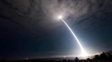 Lanzamiento de un misil balístico intercontinental Minuteman III, base aérea Vandenberg, California, EE.UU, 2 de agosto de 2017.